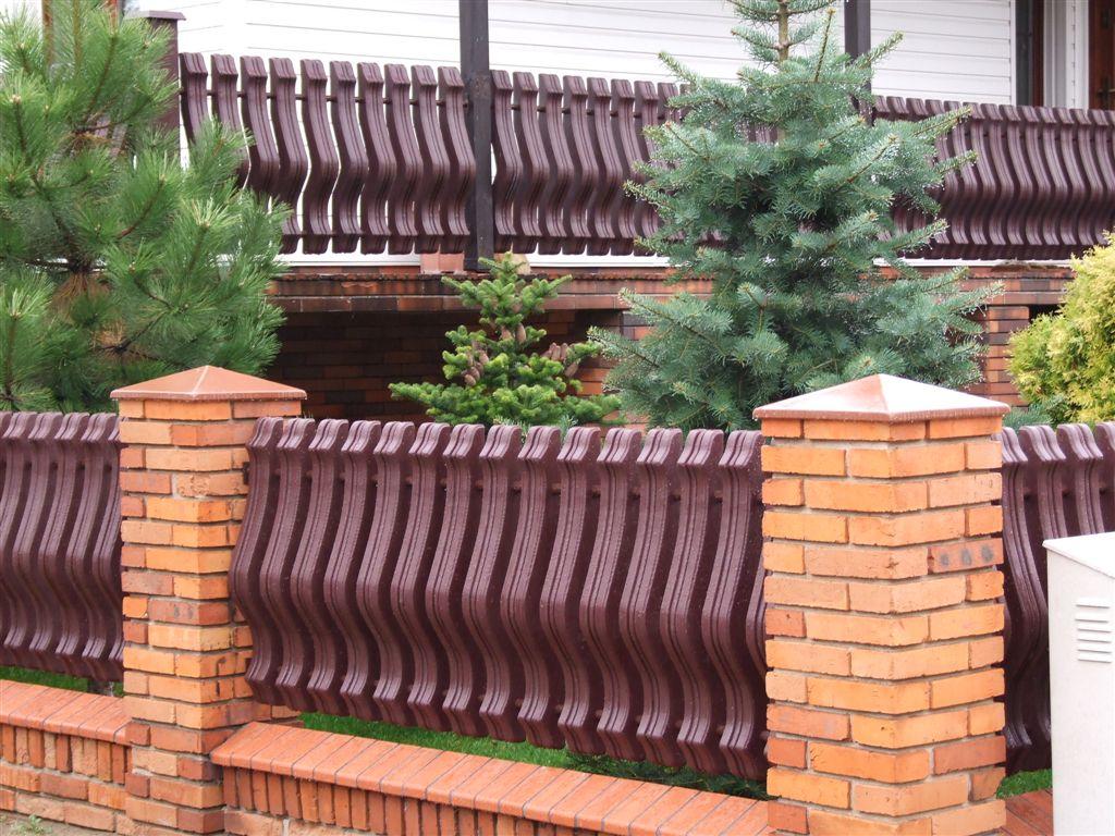 Sztachety plastikowe zalety dla ogrodnika.